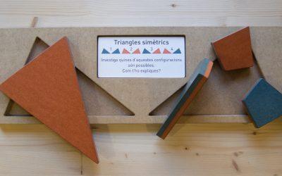Simetries de dos triangles